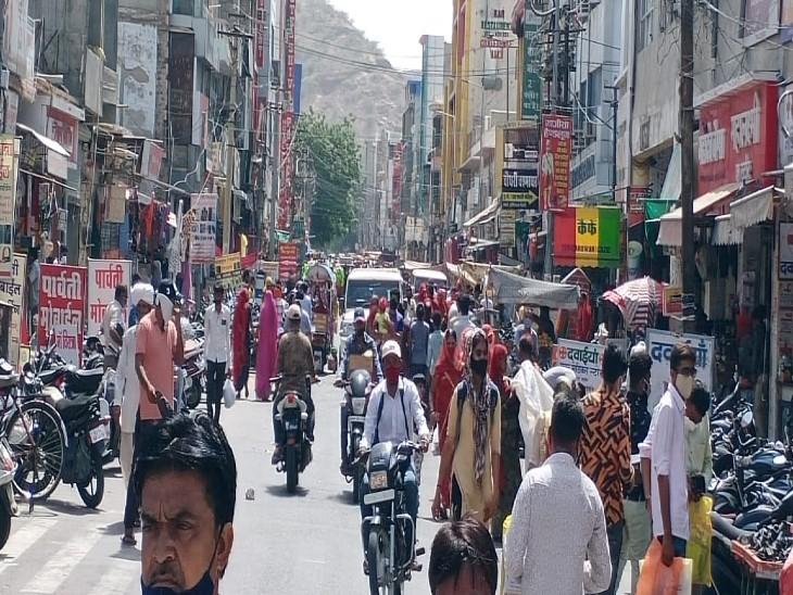 बाड़मेर स्टेशन रोड़ बाजार में भीड़-भाड़। - Dainik Bhaskar