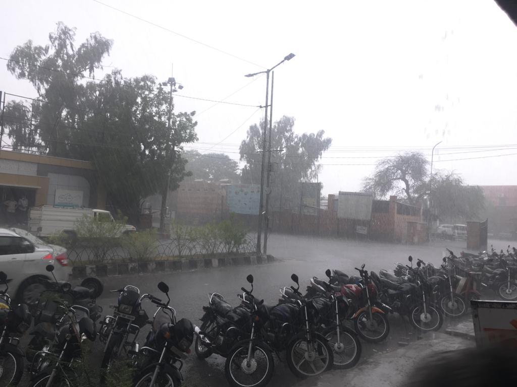 बाड़मेर शहर में तेज बारिश
