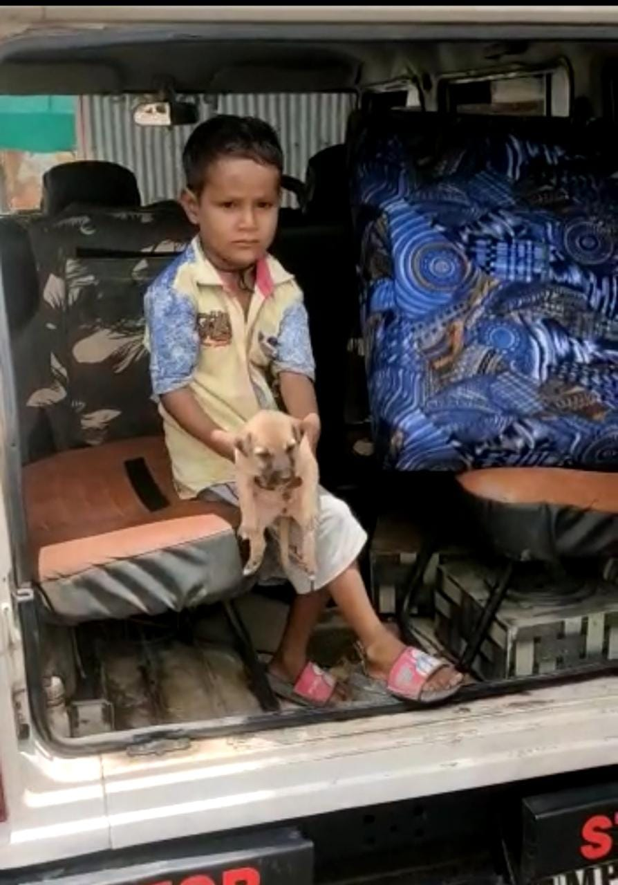 4 साल के बालक को पुलिस ने घर छोड़ा। - Dainik Bhaskar
