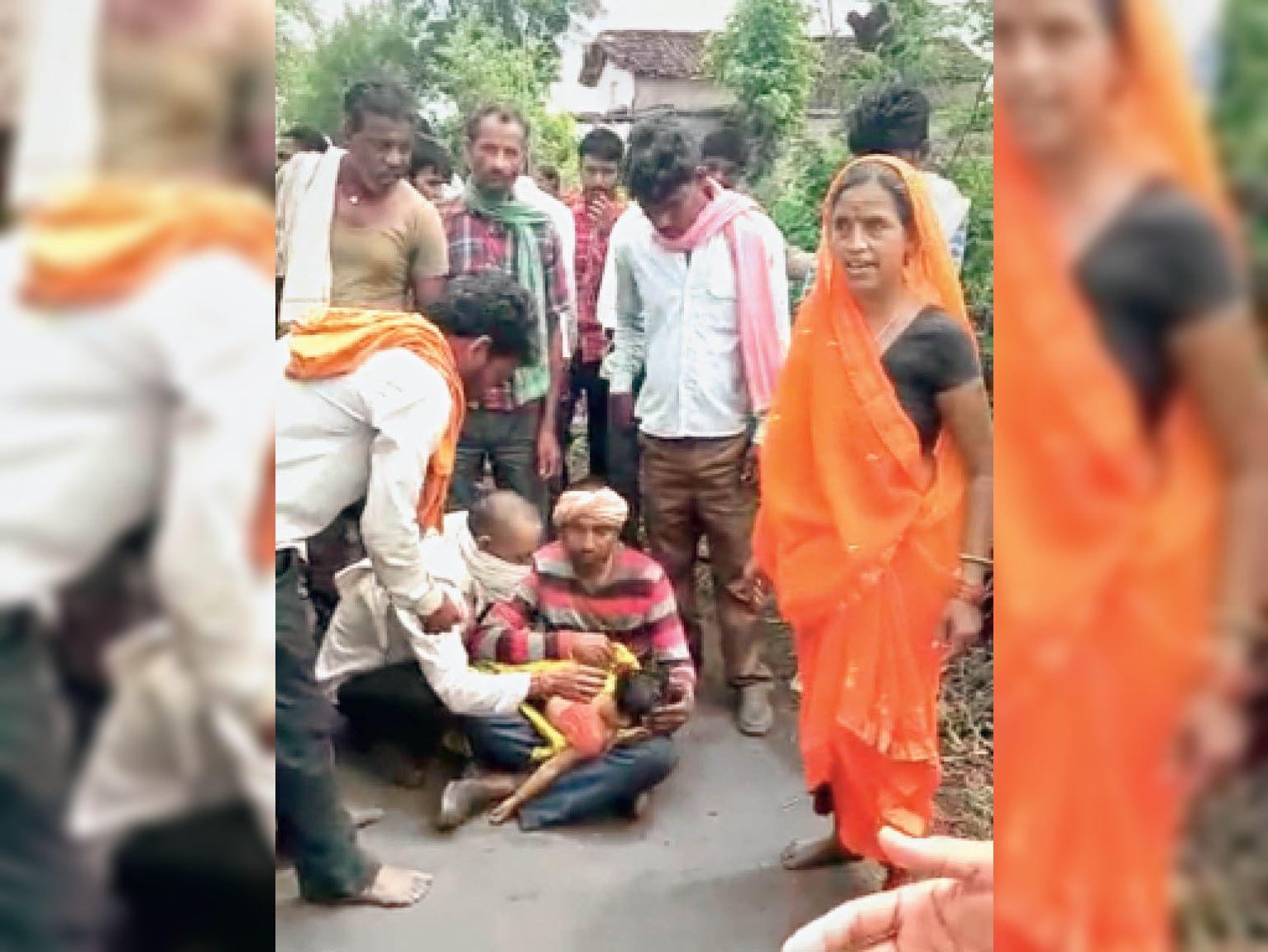 अस्पताल ले जाने से पहले ही पिता की गोद में बच्ची ने तोड़ा दम - Dainik Bhaskar