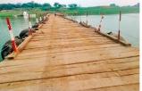पांटून पुल जिससे होता आवागमन - Dainik Bhaskar