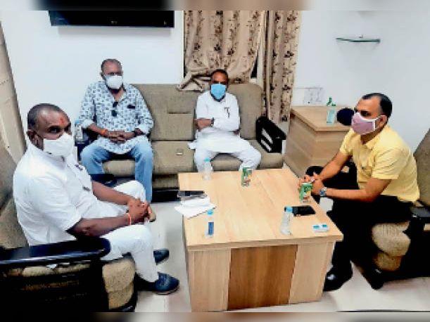 वैक्सीनेशन बढ़ाने के लिए कलेक्टर ने विधायकों से चर्चा की। - Dainik Bhaskar