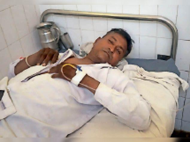 लूट व मारपीट में घायल युवक। - Dainik Bhaskar