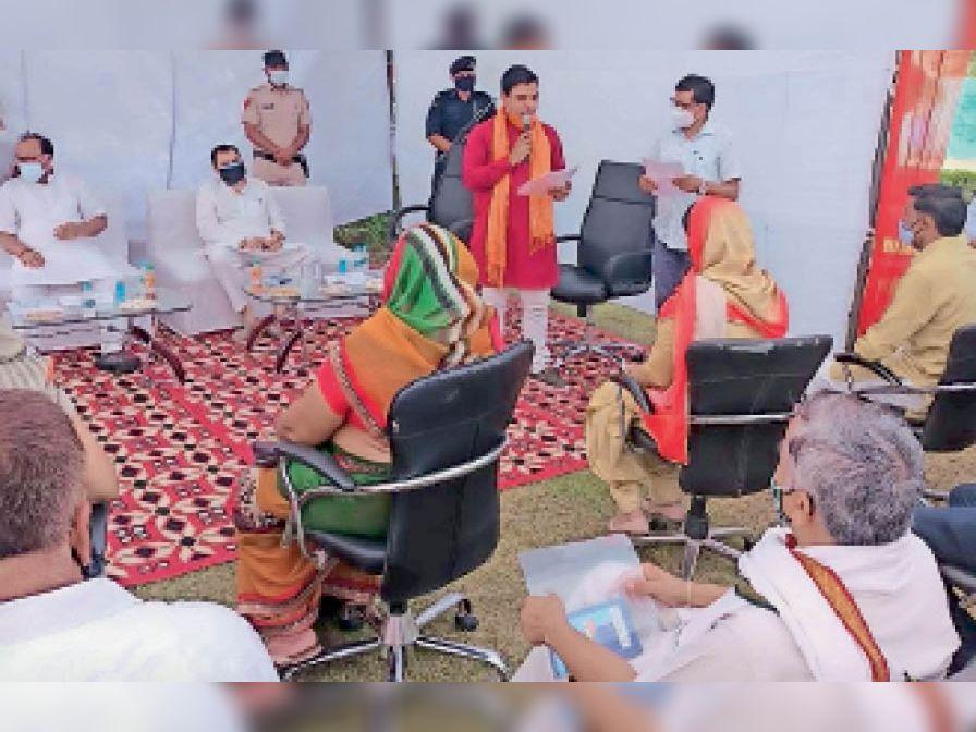 धारूहेड़ा में आयोजित समारोह में पार्षदों ने ली शपथ। - Dainik Bhaskar