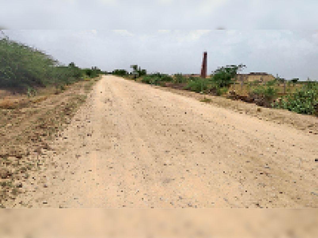 टोडा-बोटूंदा मार्ग पर पांच माह से बंद सड़क निर्माण कार्य। - Dainik Bhaskar