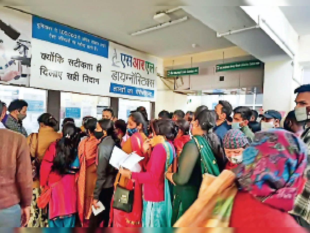 ओपीडी में आ रहे 2 हजार मरीज लेकिन न स्कैनिंग न ही साेशल डिस्टेंसिंग, अस्पताल में ही काेराेना का रिस्क|शिमला,Shimla - Dainik Bhaskar