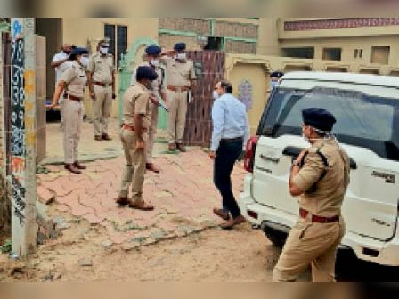 जींद. पोकरीखेड़ी गांव में पहुंच रोहतक रेंज के एडीजीपी। - Dainik Bhaskar