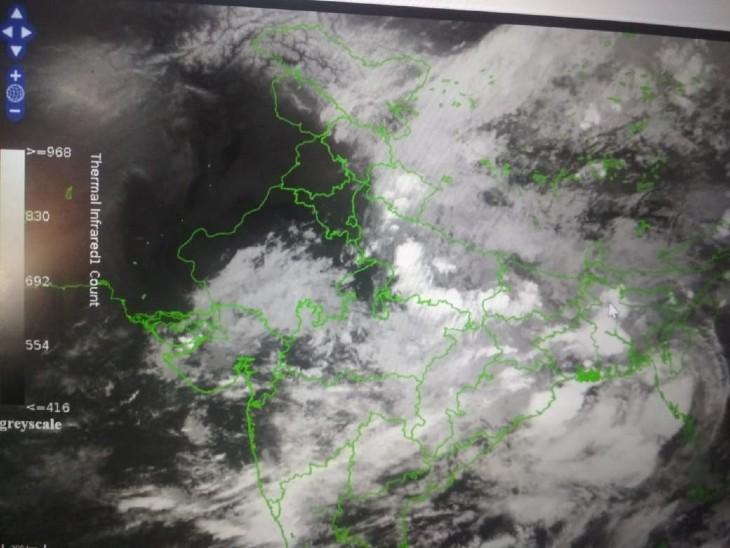 सैटेलाइट मानचित्र में देखे प्रदेश में बादलों की स्थिति।