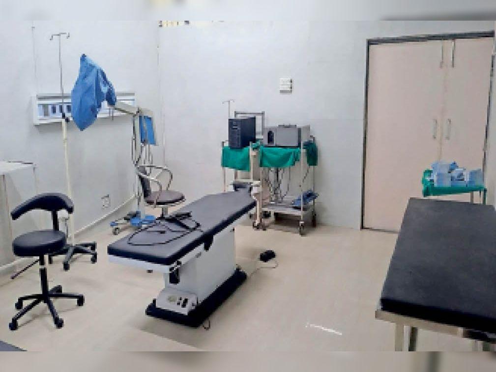 कैथल| कोविड-19 की दूसरी लहर के कारण सिविल अस्पताल में बंद पड़ा ऑपरेशन थियेटर। - Dainik Bhaskar