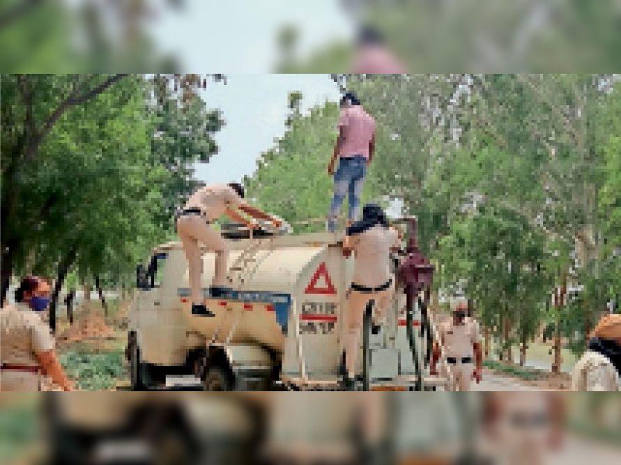 पुलिस ने चलाया डे डोमिनेशन, जांचे वाहन - Dainik Bhaskar