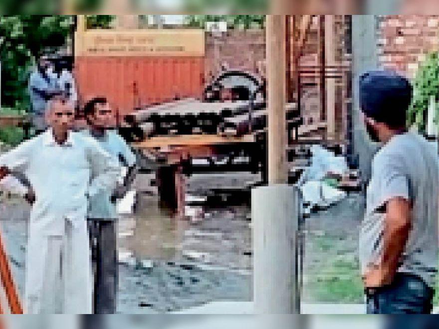 यमुनानगर | प्रह्लादपुरी कॉलोनी में ट़्यूबवेल ठीक करने पहुंचे कर्मी। - Dainik Bhaskar