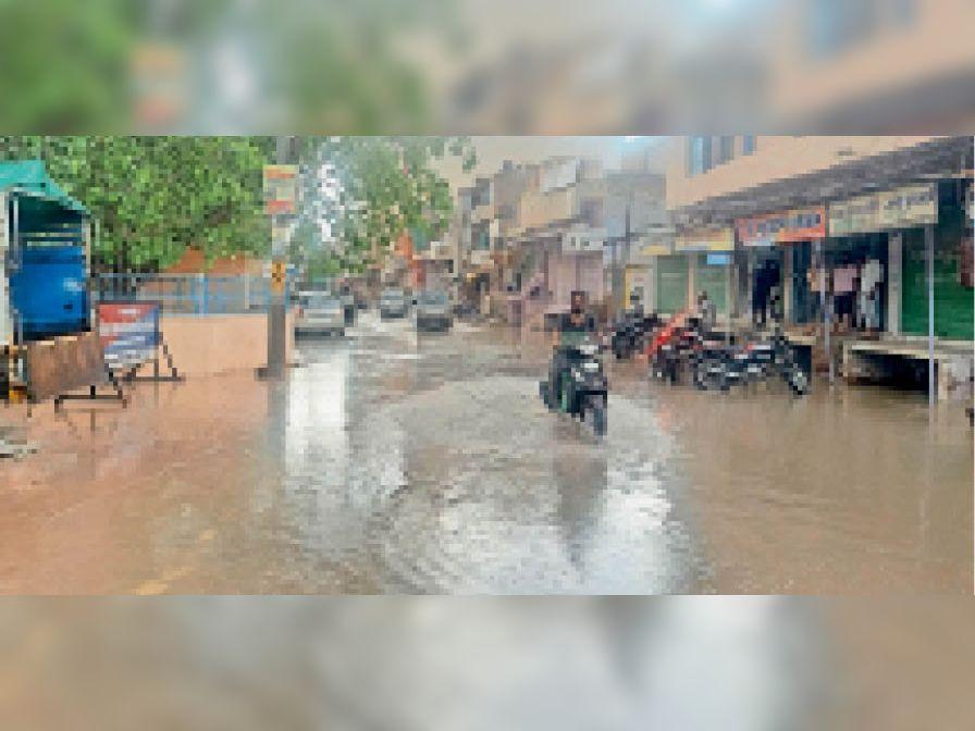 डेगाना. डिप्टी कार्यालय के सामने भरा पानी। - Dainik Bhaskar