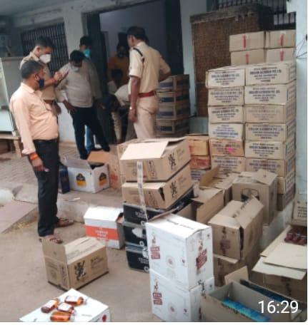 8 मई को सबलगढ़ में पकड़ी गई थी अवैध शराब। - Dainik Bhaskar