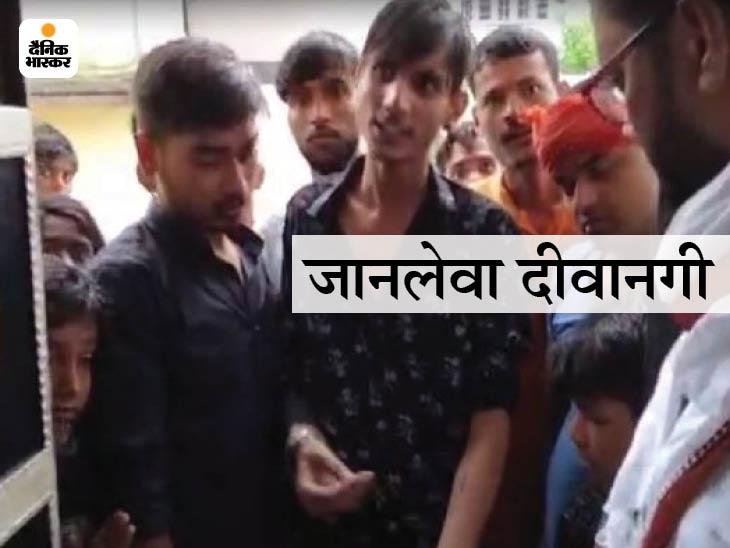 इस युवक ने अपना हाथ काटकर उस पर पवन सिंह का नाम लिखवा लिया। - Dainik Bhaskar