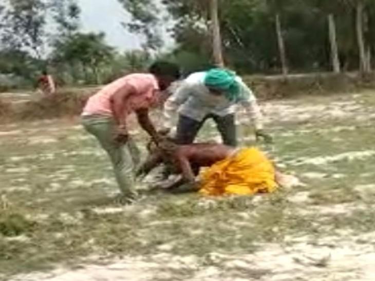 साधु मांगता रहा रहम की भीख, जटा पकड़कर लाठी-डंडों से पीटा; पुलिस ने आरोपियों को दबोचा आगरा,Agra - Dainik Bhaskar