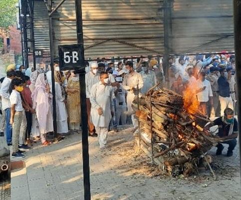 मिल्खा सिंह का चंडीगढ़ में राजकीय सम्मान के साथ अंतिम संस्कार, केंद्रीय खेल मंत्री किरण रिजिजू भी शामिल हुए|चंडीगढ़,Chandigarh - Dainik Bhaskar