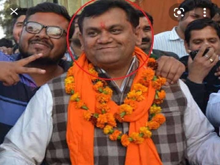 मेरठ के हस्तिनापुर विधानसभा से विधायक दिनेश खटीक के खिलाफ कोर्ट से वारंट लेने की तैयारी पुलिस कर रही है। - Dainik Bhaskar