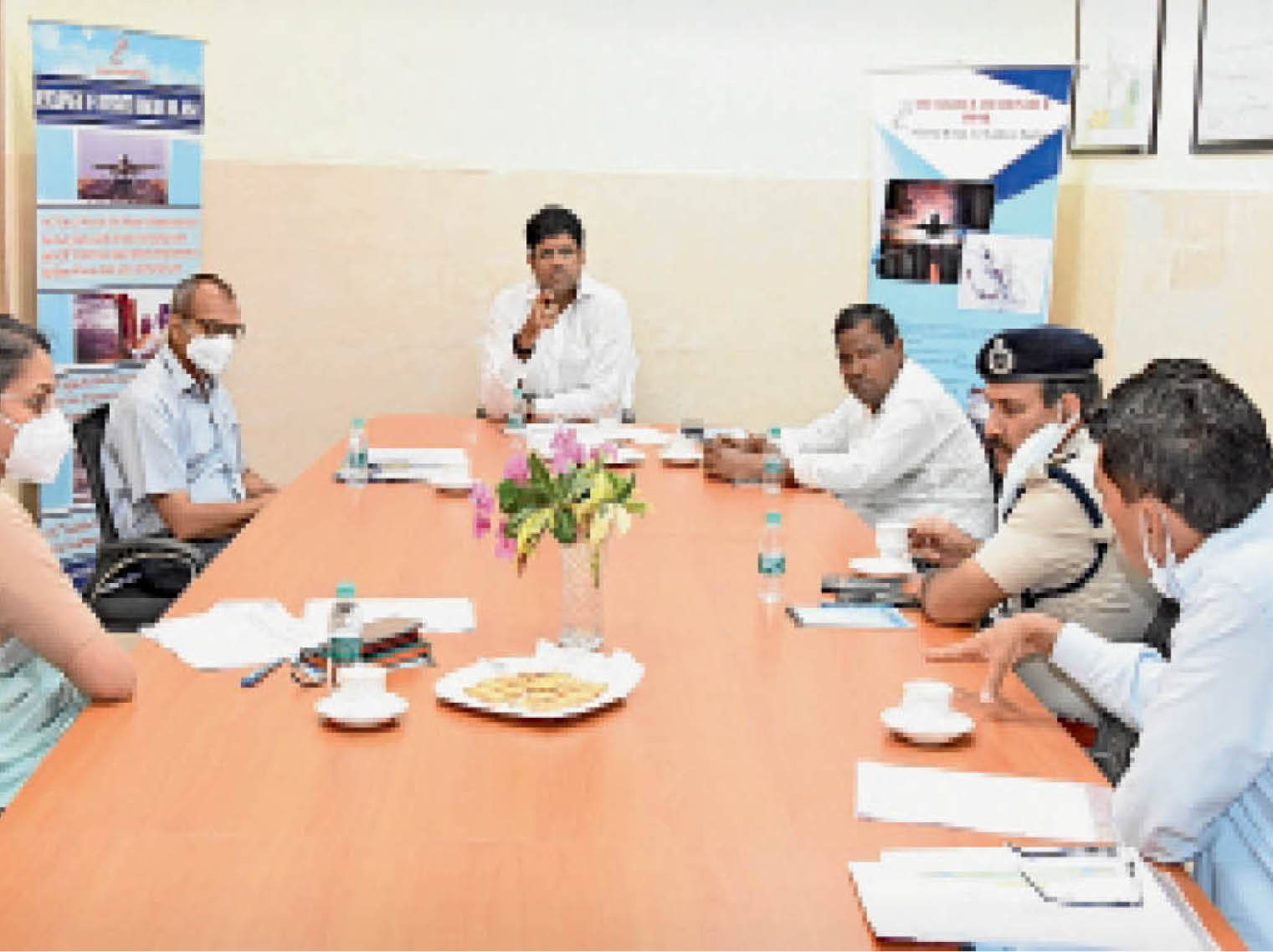 डिप्टी सीएम के साथ बैठक में राज्यमंत्री अनूप, डीसी डॉ. प्रियंका सोनी, निगम आयुक्त अशोक कुमार गर्ग, डीआईजी बलवान सिंह राणा भी मौजूद थे। - Dainik Bhaskar