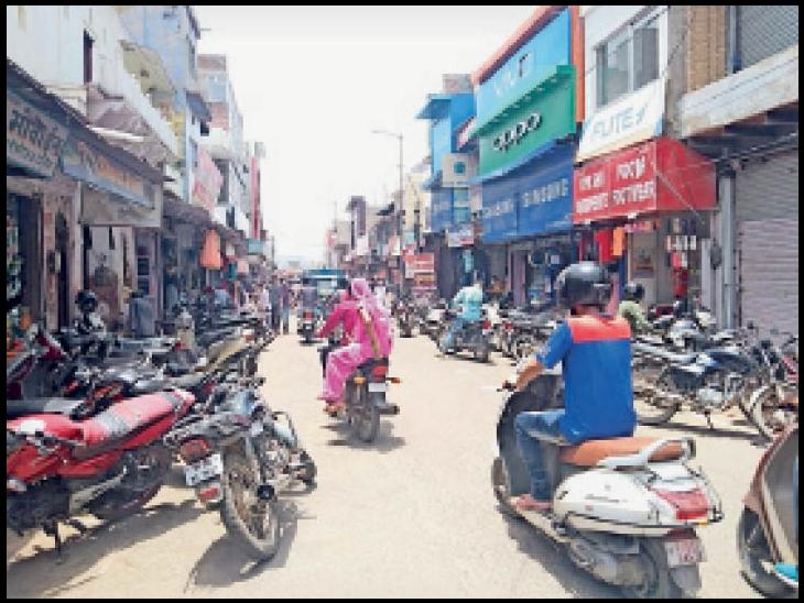 भरतपुर. चौबुर्जा बाजार में अनलॉक के बाद अभी पहले जैसी रंगत नहीं आई है। - Dainik Bhaskar
