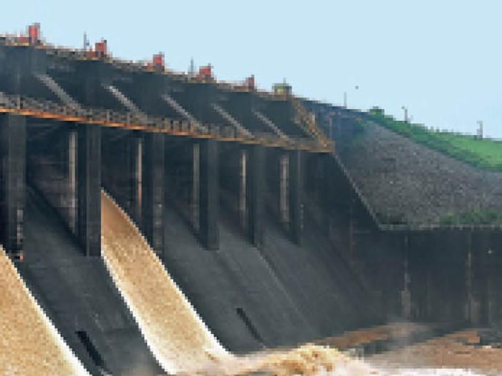 शुरुआती मॉनसून में ही खतरे के निशान के पास पहुंची जलराशि धनबाद,Dhanbad - Dainik Bhaskar