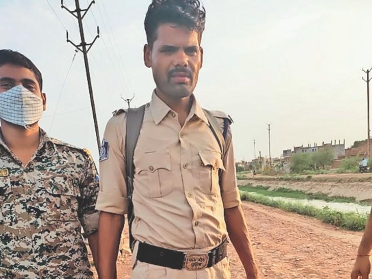 नकली सिपाही रिंकू ठाकुर उर्फ विनय उइके निवासी छिंदवाड़ा को कैलारस पुलिस ने गिरफ्तार कर शुक्रवार को जेल भेजा है। - Dainik Bhaskar