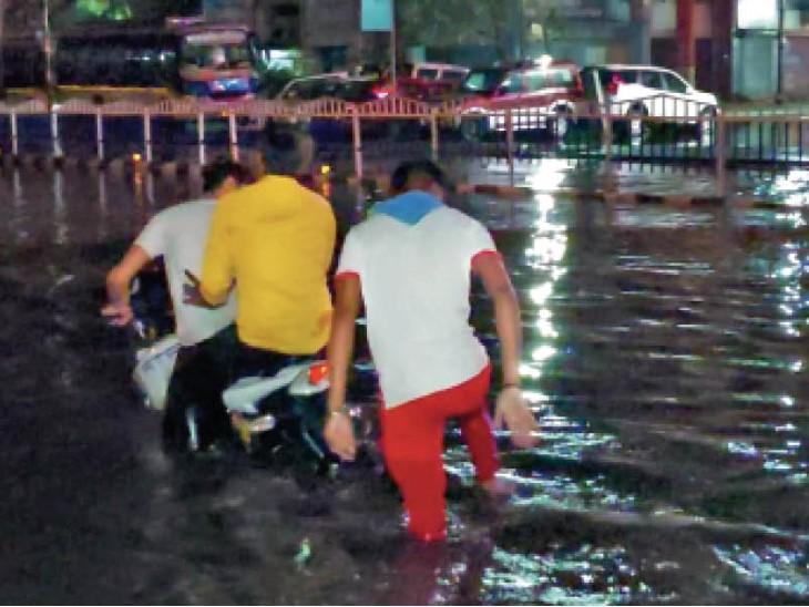 निगम का दावा; शहर के सिर्फ 42 स्थानों पर भरता है बारिश का पानी|इंदौर,Indore - Dainik Bhaskar