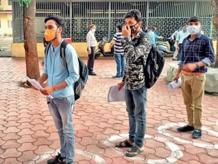 कॉलेज में आने वाले विद्यार्थियों के लिए कोरोना संक्रमण से बचाव के सभी जरूरी इंतजाम किए थे। - Dainik Bhaskar