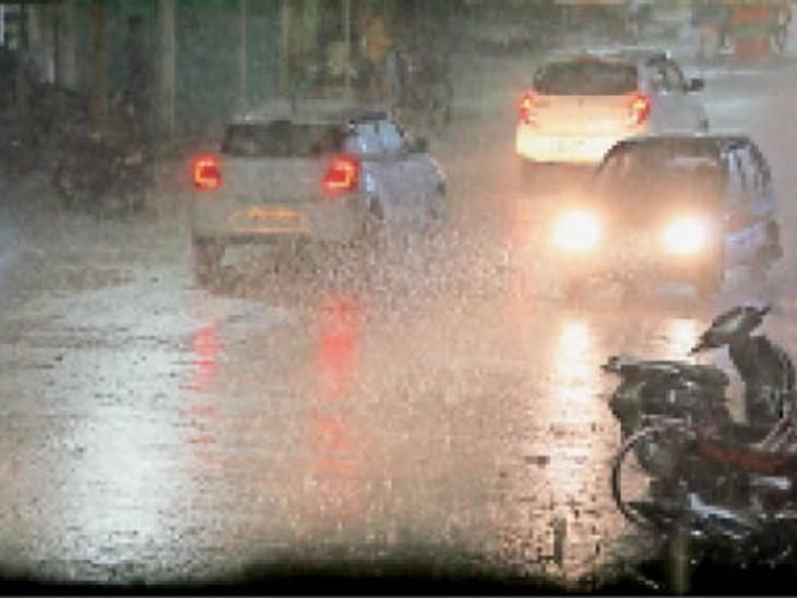 शुक्रवार की शाम अचानक बारिश शुरू हुई, जो देर रात तक जारी रही। - Dainik Bhaskar