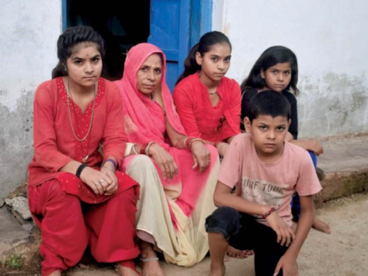 दमाेह। मां पिता को खोने के बाद दादी के साथ रहते हैं चारों बच्चे। - Dainik Bhaskar