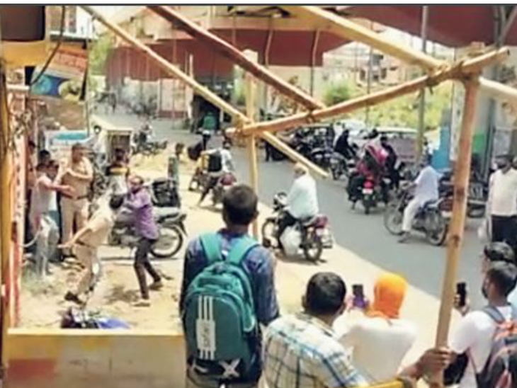 नीमकाथाना। सीएसडी कैंटीन के सामने पुलिस से भिड़े पूर्व फौजी, जमकर मारपीट। - Dainik Bhaskar