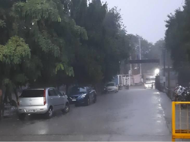 रतलाम में शुक्रवार देर शाम बारिश से मौसम सुहावना हो गया।