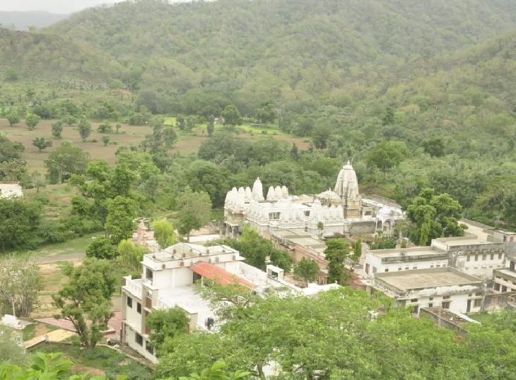 पाली का श्री मुछाला महावीर जैन मंदिर इन दिनों पर्यटकों के आकर्षण का केन्द्र बन गया है।