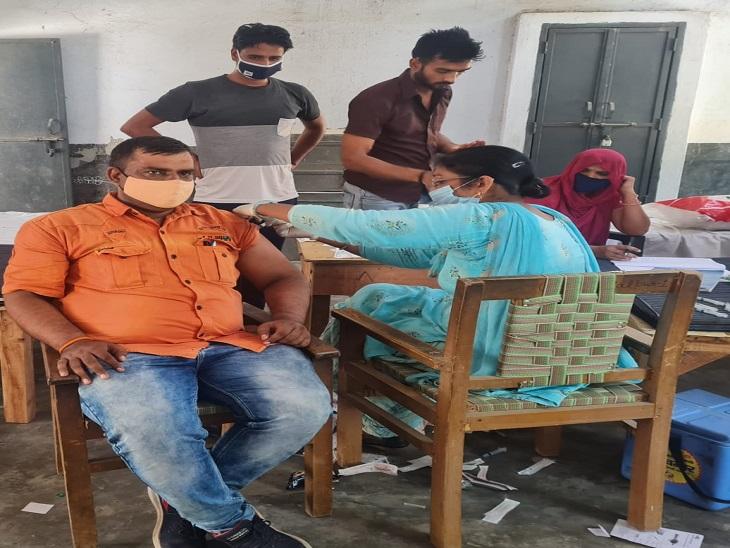 पानीपत में एक दिन में 4 हजार से अधिक ने लगवायाराहत का टीका, जिले की 26% आबादी हो चुकी है वैक्सीनेट|पानीपत,Panipat - Dainik Bhaskar