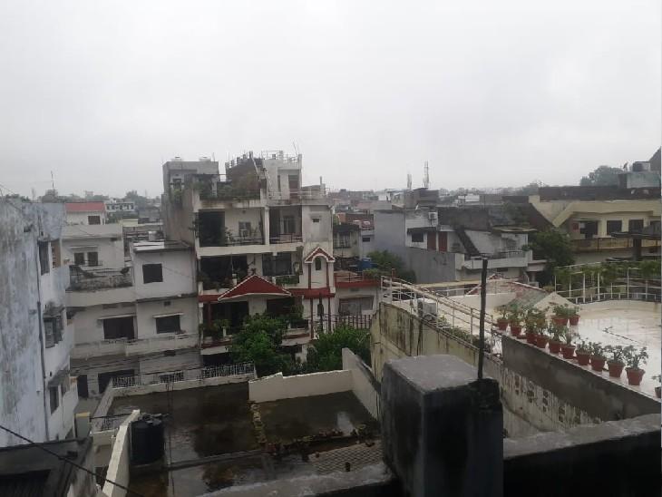 तीन से चार दिनों तक तेज बारिश के आसार हैं। आसमान में बादल छाए रहेंगे और बीच बीच में बारिश होती रहेगी। - Dainik Bhaskar