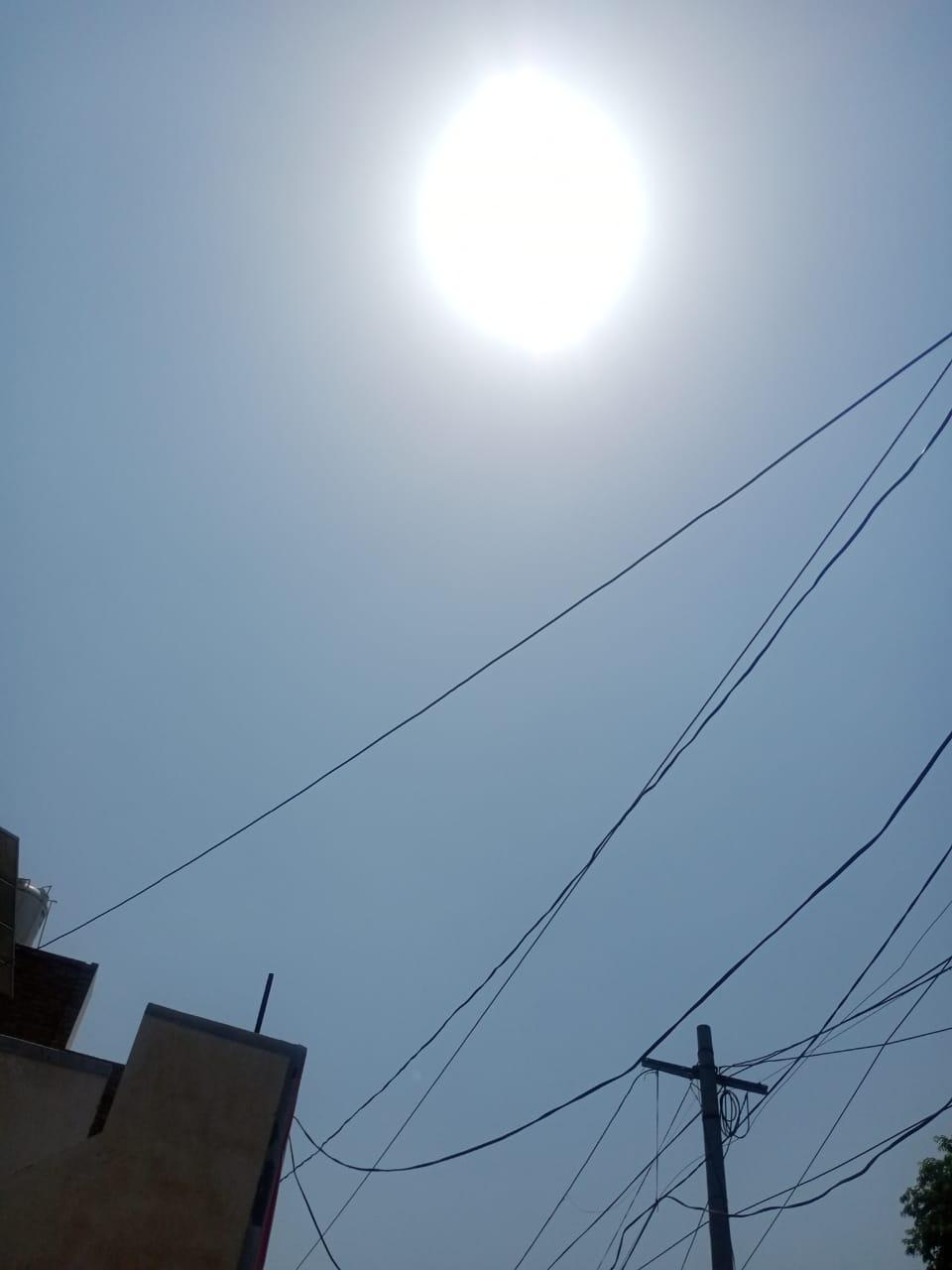 श्रीगंगानगर के आसामान से आग उगलता सूरज। - Dainik Bhaskar