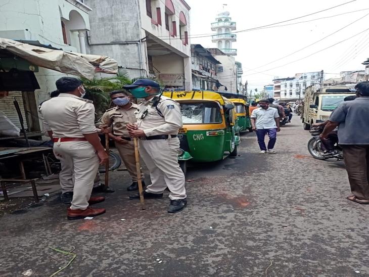 पुलिस बल मौके पर