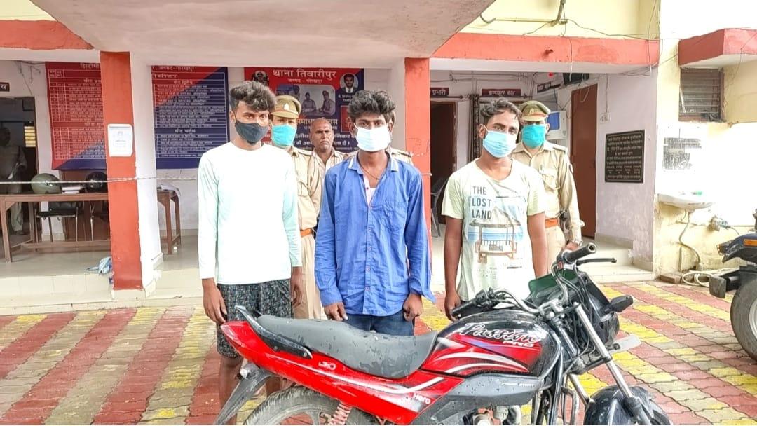 किसी को शक न हो इसलिए बकरी चुराने से पहले उसके साथ लेते थे सेल्फी, मौका देखकर वही बकरी लेकर हो जाते थे फरार...पुलिस ने धर लिया|गोरखपुर,Gorakhpur - Dainik Bhaskar