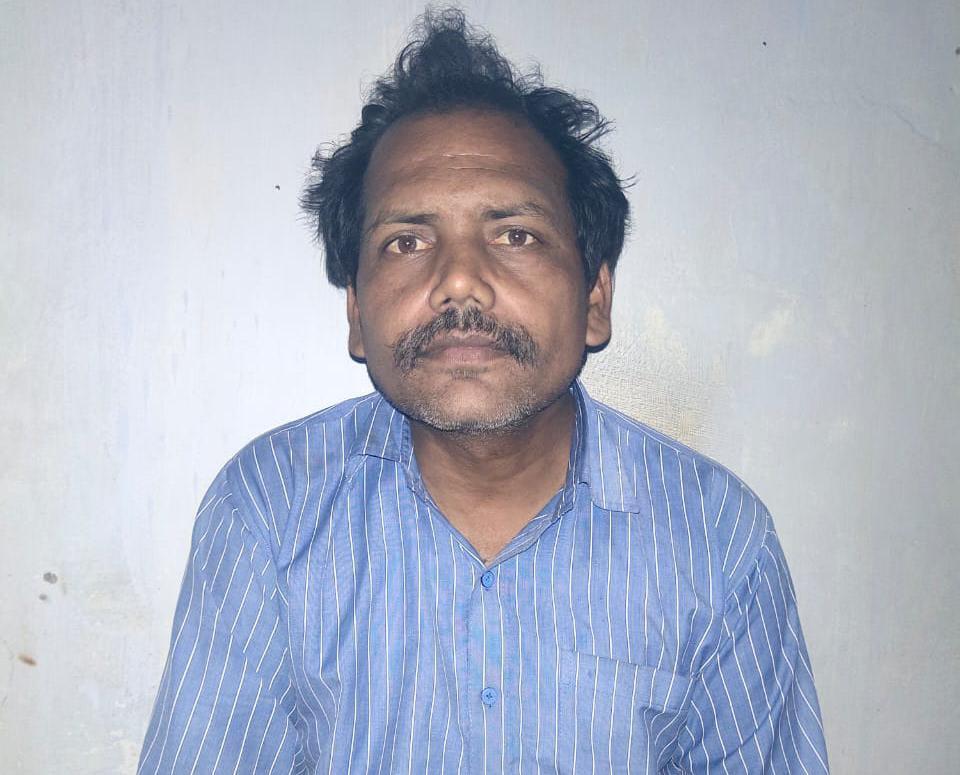 मौलवी ने गल्ला व्यापारी से कहा-तुम्हारे घर में 1 करोड़ का सोना गड़ा है, तंत्र-मंत्र से निकाल दूंगा...1 साल में 7 लाख रुपये ठग लिए|गोरखपुर,Gorakhpur - Dainik Bhaskar