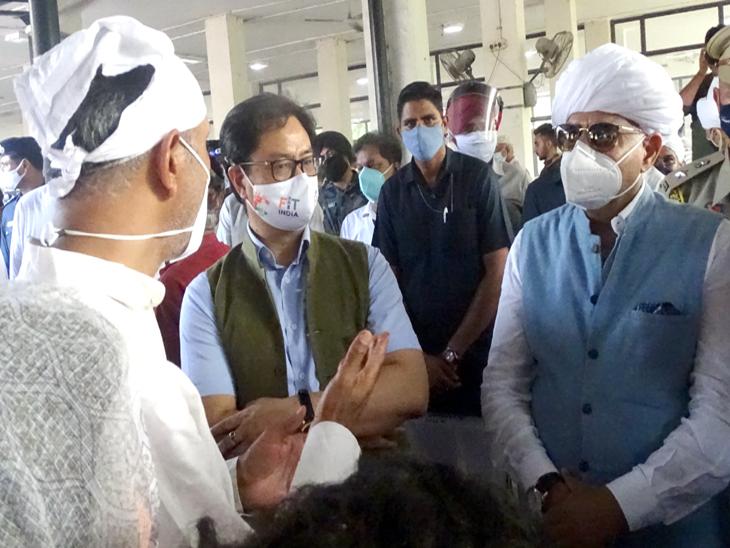 मिल्खा सिंह के अंतिम संस्कार के समय गवर्नर पंजाब जीव मिल्खा सिंह से मिल कर दुख जताया