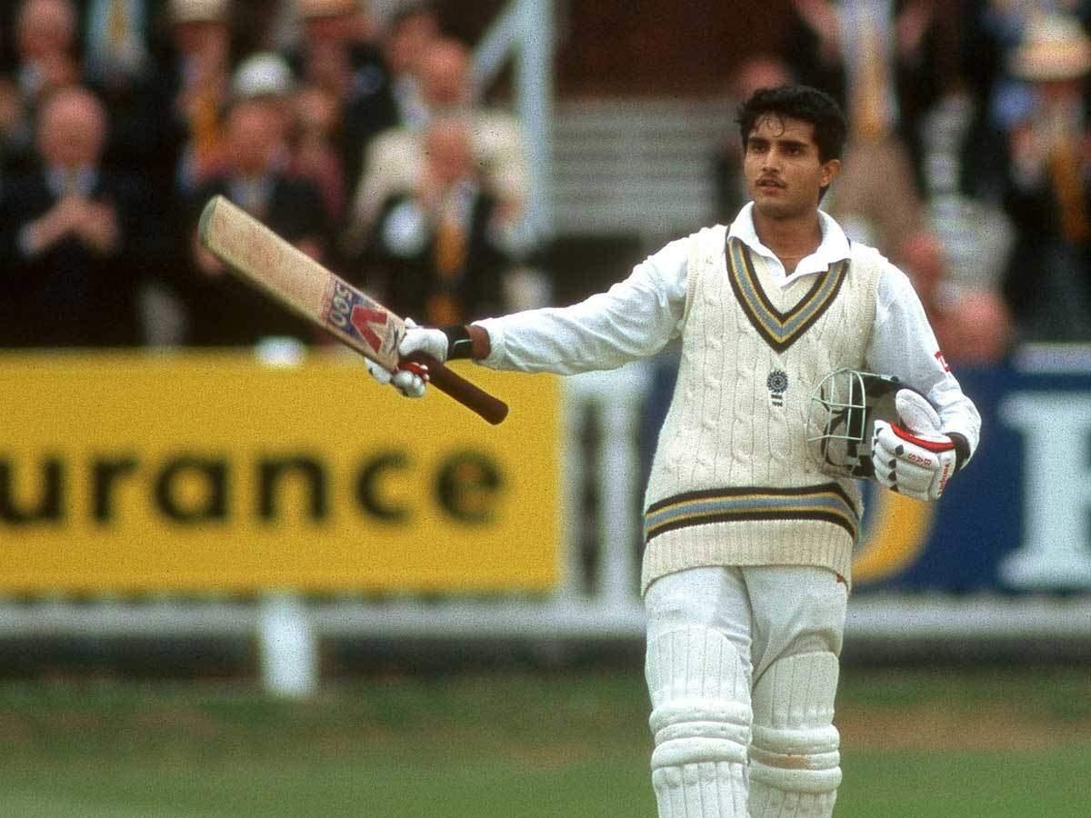 इंग्लैंड के खिलाफ डेब्यू टेस्ट में सेंचुरी लगाने के बाद सौरव गांगुली।