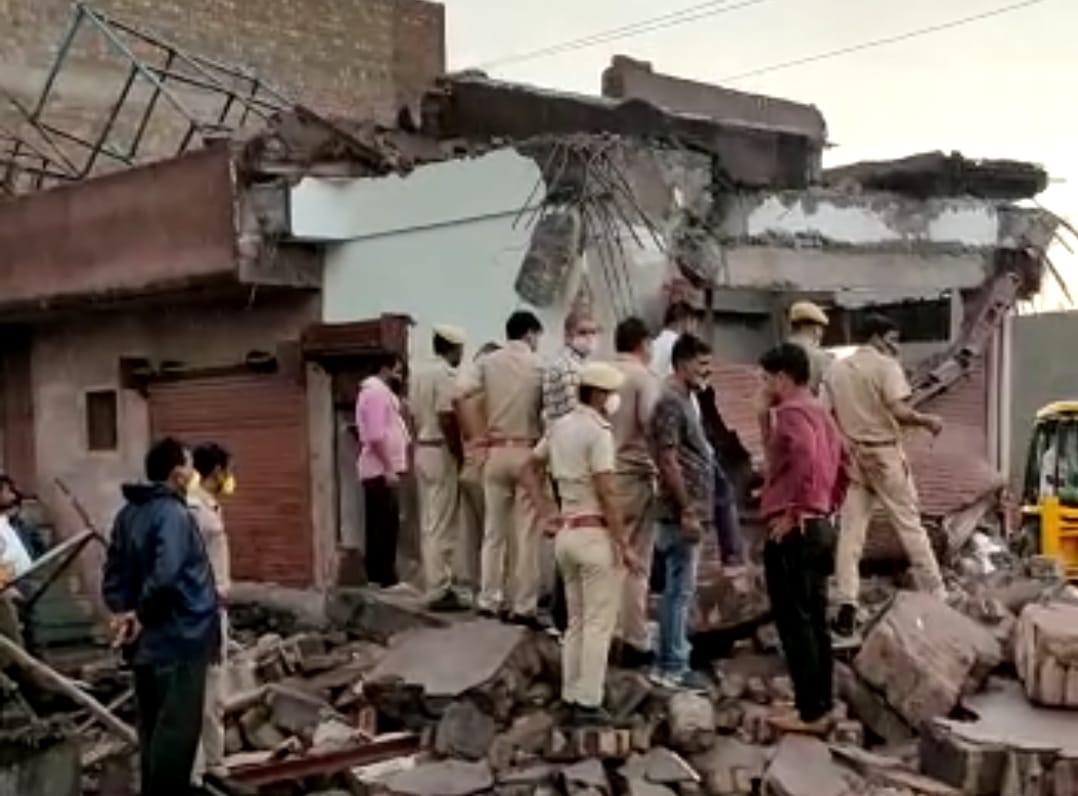 दूसरी मंजिल का काम शुरू होने के 2 दिन बाद ही अवैध इमारत गिरी; 3 मजदूरों की मौत, 5 गंभीर|बीकानेर,Bikaner - Dainik Bhaskar