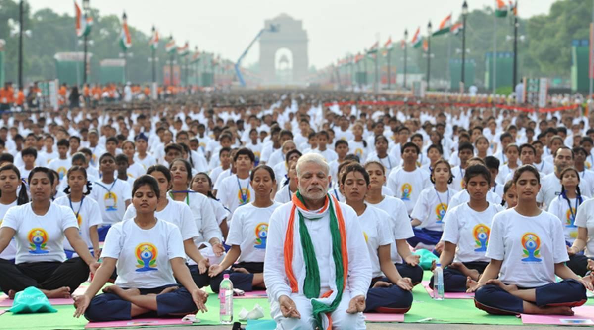 पहला विश्व योग दिवस 21 जून 2015 को मनाया गया। इस दौरान दो गिनीज वर्ल्ड रिकॉर्ड भी बनाए गए थे।