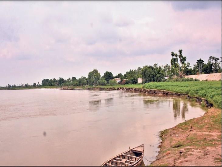 तटबंध को जहां रेत रही नदी वहां कोई मरम्मत नहीं, जहां सुरक्षित वहां खर्च किए करोड़ों रुपए|देश,National - Dainik Bhaskar