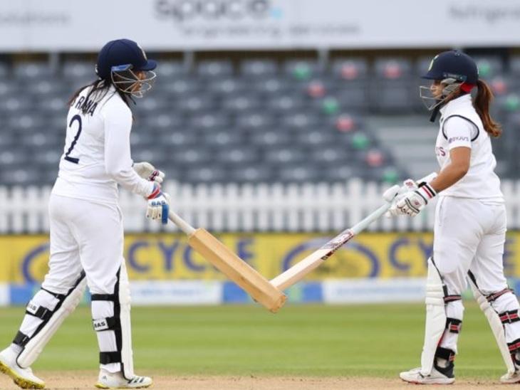 भारत और इंग्लैंड महिला टीम के बीच इकलौते टेस्ट में स्नेह राणा और तान्या भाटिया के बीच 104 रन की साझेदारी। तान्या ने अपने डेब्यू मैच में नाबाद 44 रन बनाए। - Dainik Bhaskar