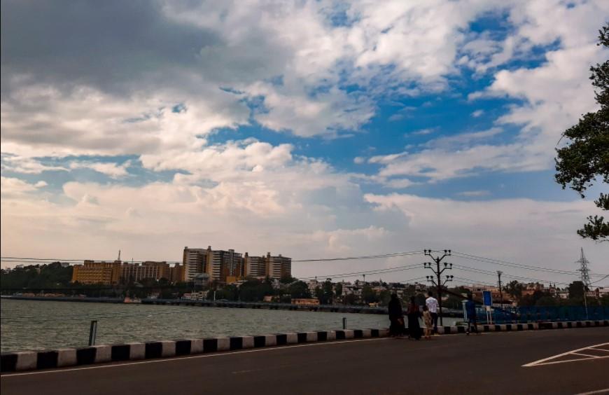लो-प्रेशर एरिया नहीं बनने से मानसून कमजोर पड़ा; अगले 24 घंटे में सिर्फ भोपाल-इंदौर और उज्जैन में गरज-चमक की संभावना, 3 दिन उमस रहेगी|मध्य प्रदेश,Madhya Pradesh - Dainik Bhaskar