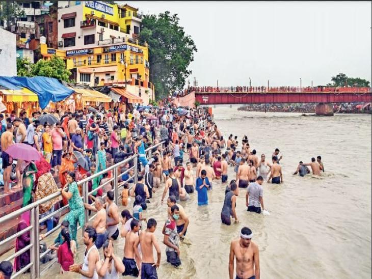 संक्रमण का खतरा देख सरकार ने सीमा सील की; फिर भी हर की पैड़ी स्नान करने पहुंच गए हजारों लोग|देश,National - Dainik Bhaskar