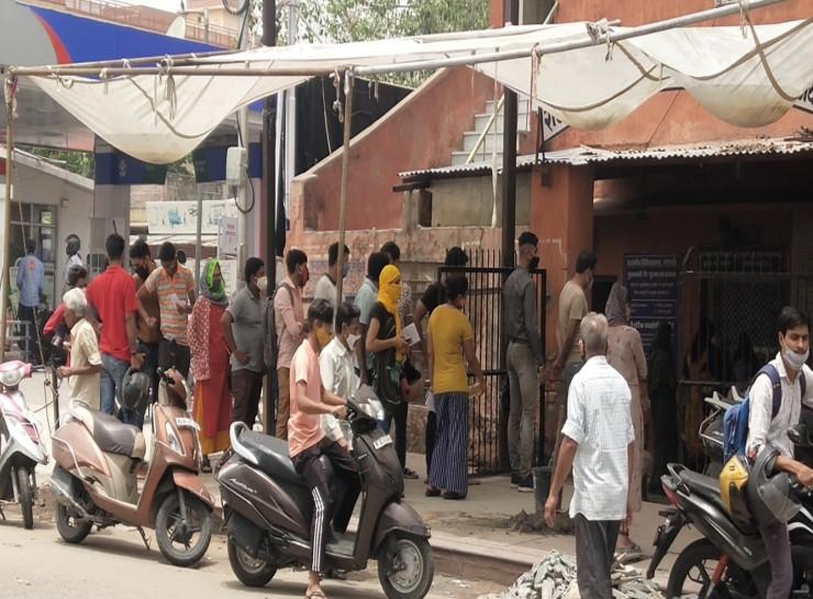 18 वर्ष से ज्यादा उम्र वालों को एक ही जगह लगाए गए टीके, पहले दिन जयपुर में खासा उत्साह नहीं, सामान्य दिनों की तरह चला वैक्सीनेशन|जयपुर,Jaipur - Dainik Bhaskar