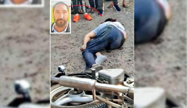 गोली मारे जाने के बाद सड़क पर औंधे मुंह गिरा पूर्व पार्षद सुखमीत डिप्टी। - Dainik Bhaskar