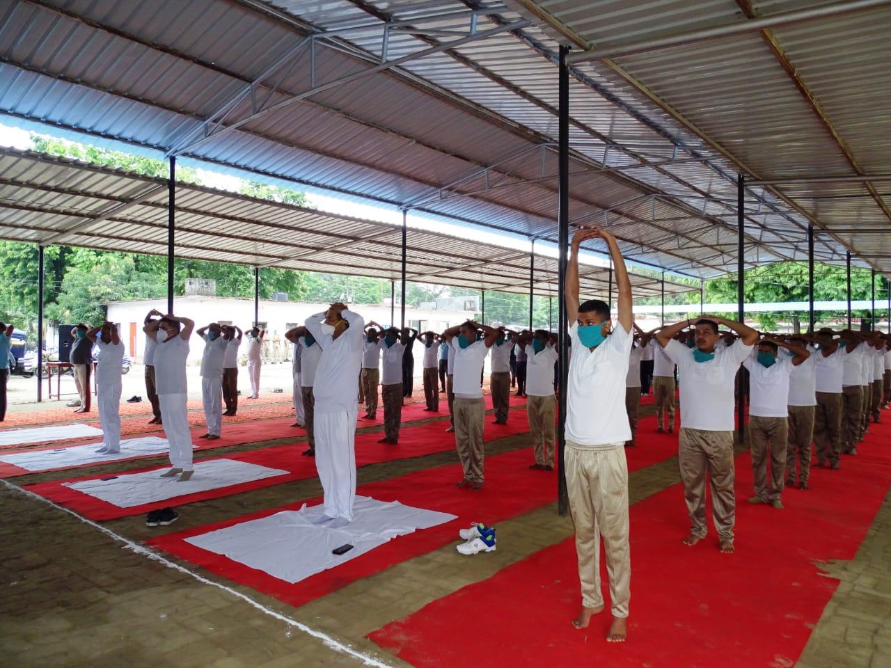 एसएसपी दिनेश कुमार प्रभु के नेतृत्व में एसएसपी कैंप ऑफिस से ऑनलाइन योग शिविर का आयोजन किया गया।