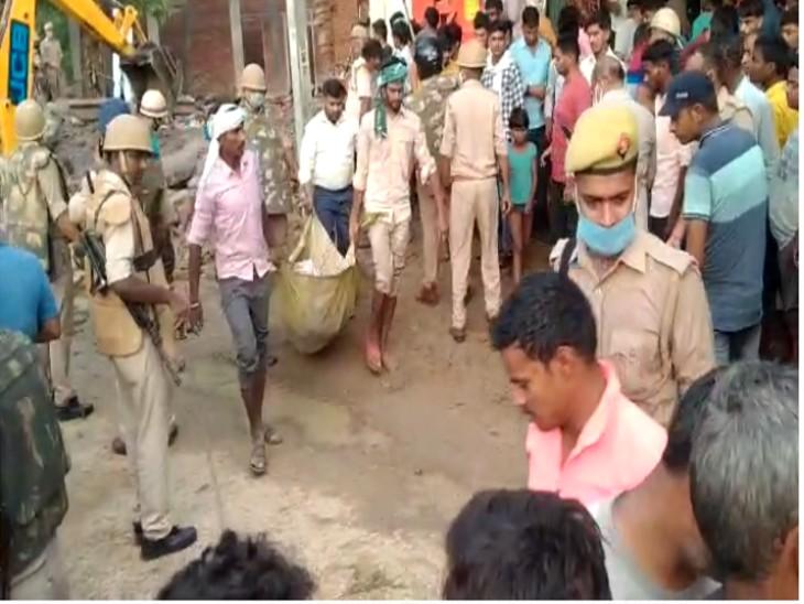 घर में रखे बारूद में विस्फोट, इतना तेज था धमाका कि मलबे का ढेर बन गया मकान, दो की मौत|कानपुर,Kanpur - Dainik Bhaskar